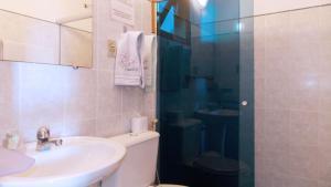 A bathroom at Pousada Manaca