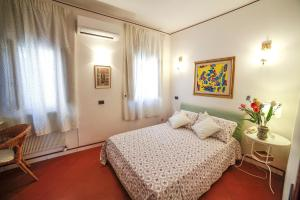 A bed or beds in a room at Il Gelsomino Taormina Center