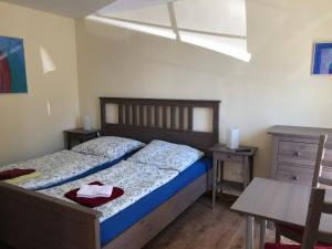 Ein Bett oder Betten in einem Zimmer der Unterkunft Gästezimmer am alten Kaffee Hof