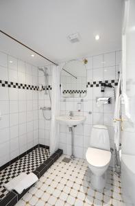 Et badeværelse på Hotel Fjordkroen