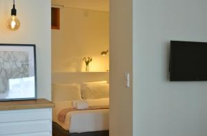 A television and/or entertainment center at Spot Apartments Sao Bento