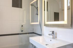 A bathroom at Best Western Montcalm