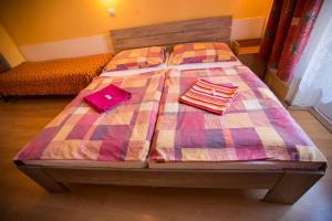 Posteľ alebo postele v izbe v ubytovaní Hotel Jeleň