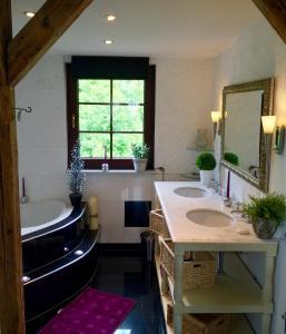 A bathroom at Villa Christina