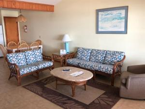A seating area at Cape Hatteras Motel