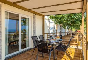 Balkon lub taras w obiekcie Brugor Mobil Homes Lavanda