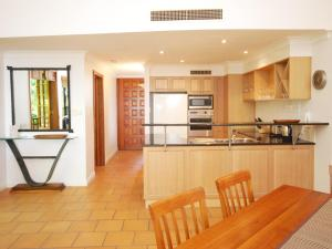 A kitchen or kitchenette at The Point No.4