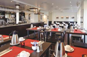 A restaurant or other place to eat at Grand Hotel