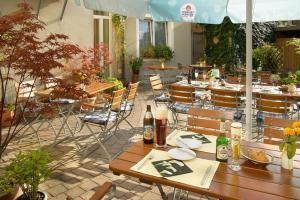 Ein Restaurant oder anderes Speiselokal in der Unterkunft Hotel Mehl