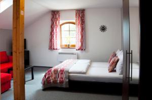 Postel nebo postele na pokoji v ubytování Penzion Krásný sklep