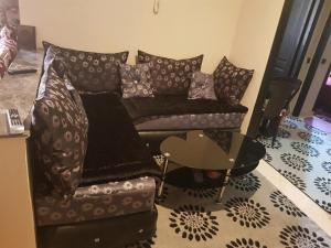 A seating area at Mashrue Alhamd