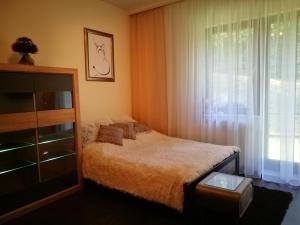 Łóżko lub łóżka w pokoju w obiekcie Apartament 10 Poranek - Pod Aniołem