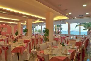 A restaurant or other place to eat at Tolon Holidays Hotel