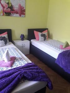 Ein Bett oder Betten in einem Zimmer der Unterkunft Café-Restaurant Hotel Breuer