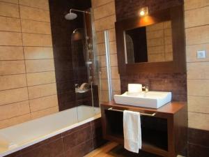 A bathroom at Villa Tiago
