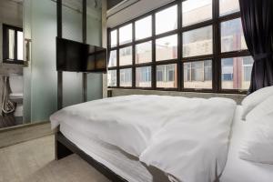 有窩客棧民宿房間的床