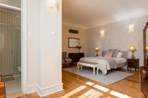 A bed or beds in a room at Luxury at Liberdade - In the heart of Lisbon