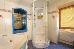 Ein Badezimmer in der Unterkunft B&B Hotel Alpina