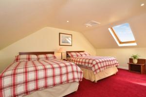 A bed or beds in a room at Lynfield B&B