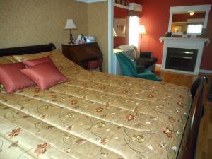 Un ou plusieurs lits dans un hébergement de l'établissement Côté's Bed & Breakfast