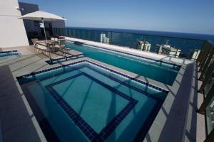The swimming pool at or close to Flat em Boa Viagem