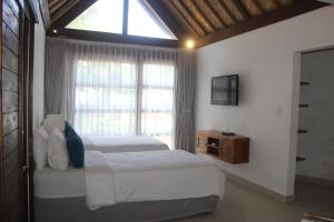 A bed or beds in a room at Bali Santi Bungalows