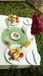Breakfast options available to guests at Madidi Lodge