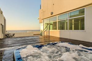 The swimming pool at or near Glenelg Skyline Beachfront Penthouse, Adelaide