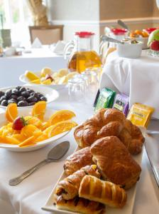 Breakfast options available to guests at Grinkle Park Hotel