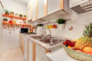 A kitchen or kitchenette at Paste Apartment