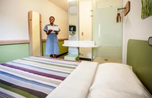 A bed or beds in a room at SUN1 BEREA