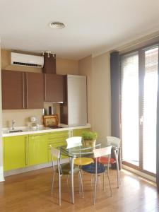 A kitchen or kitchenette at Cazires AT