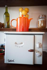 A kitchen or kitchenette at Hazelwood Lodge