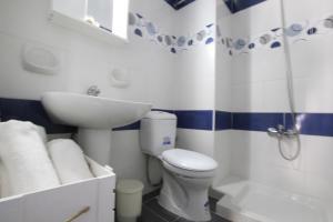 Christiana Hotel Apartments tesisinde bir banyo