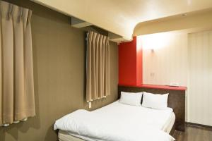 A bed or beds in a room at Business Inn Namba