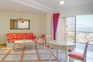 Zona de estar de Hotel Las Aguilas