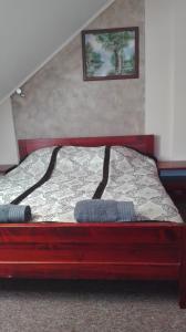 Кровать или кровати в номере Karczma Góralska