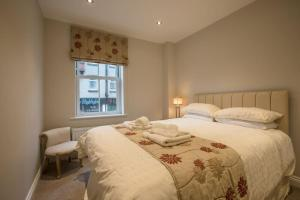 A bed or beds in a room at Waterfront Apartments