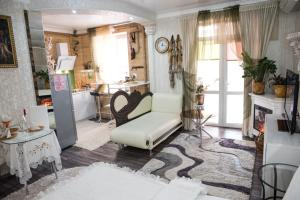 Гостиная зона в Akropol Apartments