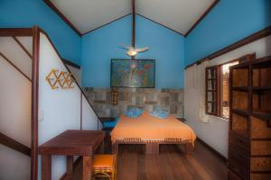 A bed or beds in a room at Shanti House Apart