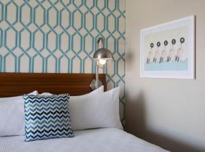 A bed or beds in a room at Dream Inn Santa Cruz