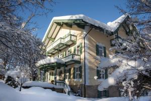 Villa Adolphine im Winter