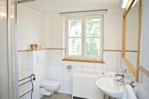 Ein Badezimmer in der Unterkunft Elbterrassen im Wörlitzer Winkel