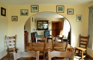 A restaurant or other place to eat at Oughterard Hostel & Angling Centre