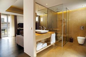 A bathroom at Hotel Lozenge