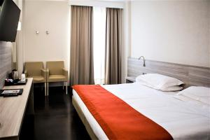 A bed or beds in a room at Best Western Park Hotel