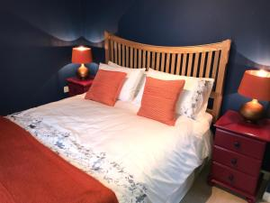 A bed or beds in a room at Cotswolds Townhouse