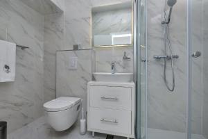 A bathroom at Luxury Rooms Paradise Garden