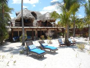 The swimming pool at or near Beach Guesthouse Holbox Apartments & Suites