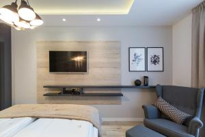 A television and/or entertainment centre at Classy Design Accommodation